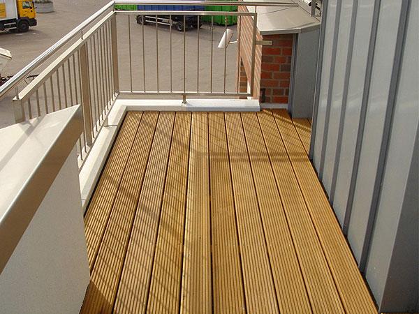 Terrasse Holz Oder Kunststoff ~ Terrassen oder Balkone werden mittels Kunststoff Dichtungsbahnen aus